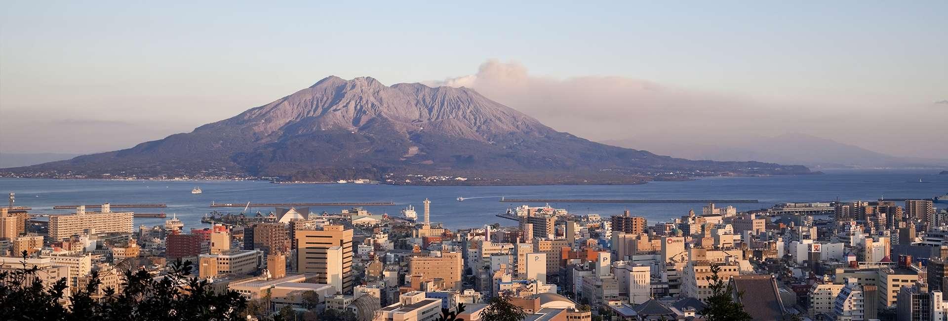 mont Sakurajima en face de la ville de kagoshima