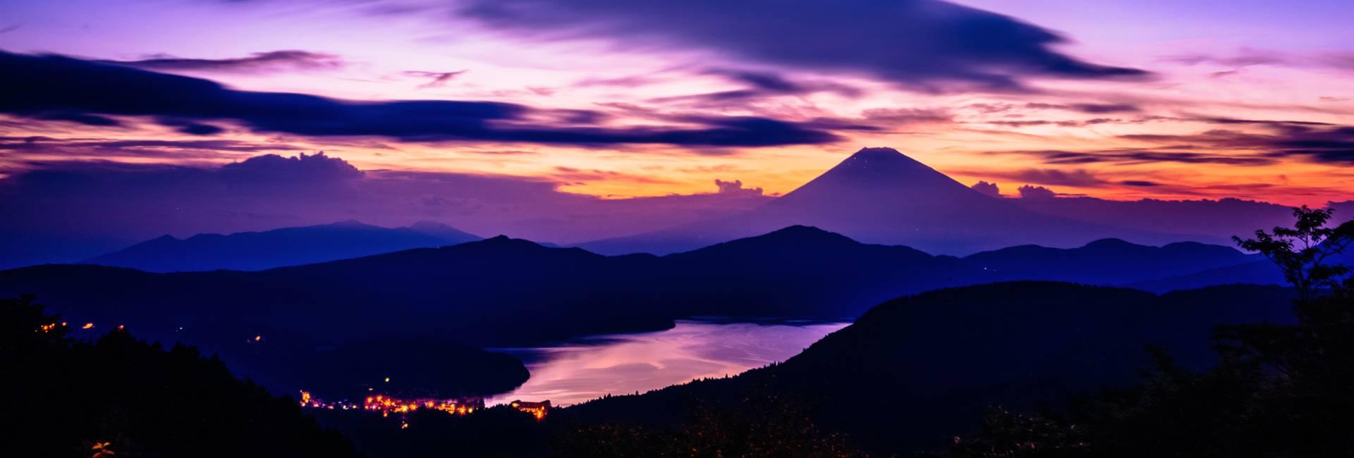 vue nocturne de Hakone et le mont Fuji