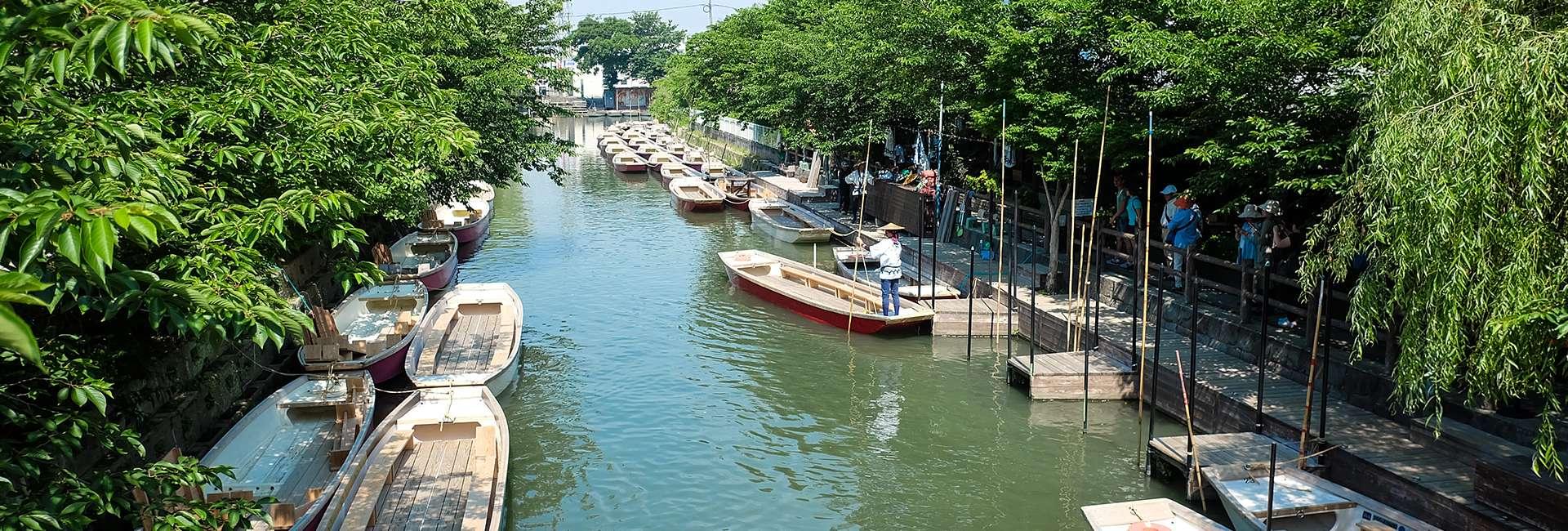 gondoles sur le canal à Yanagawa