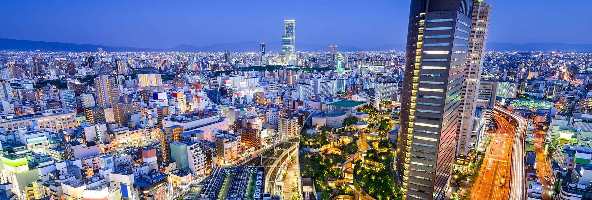 Vista notturna di Osaka